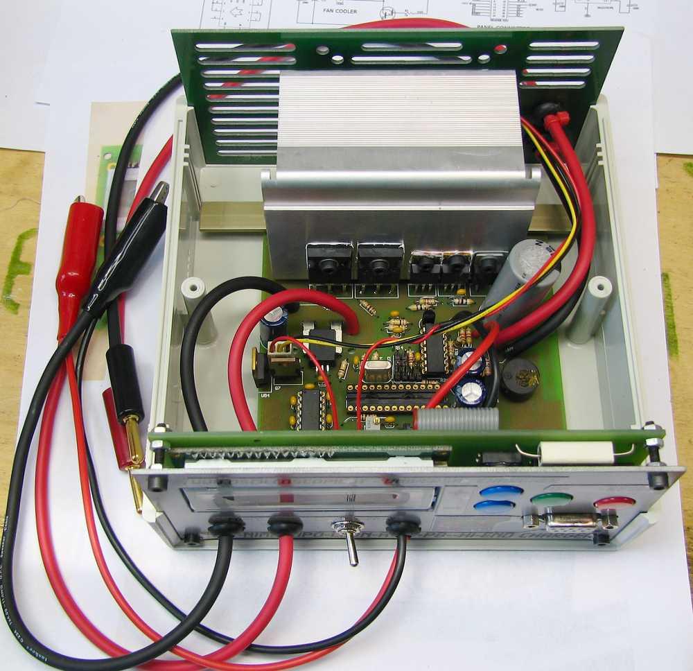 Schema Elettrico Per Carica Batterie Al Litio : Carica batterie autocostruito seven segments
